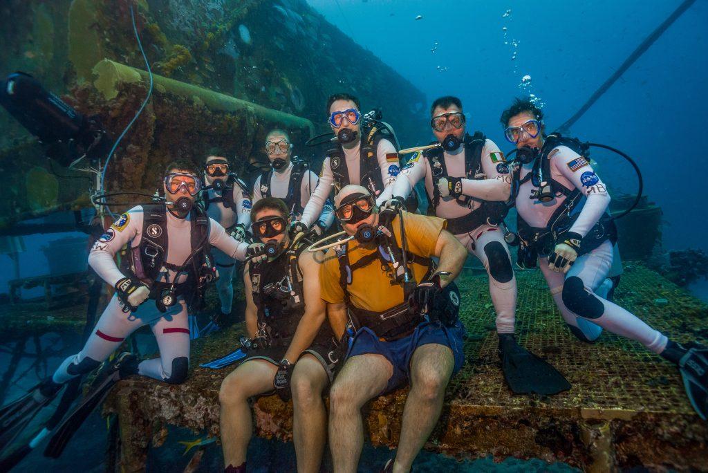 N21 Crew (l to r: Wiseman, Kernagis, DuToit, Maurer, O Griofa, Behnken) with Hab Techs Moore and Stark