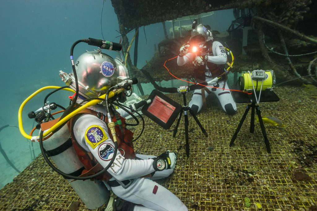 Aquanauts Matthias Maurer and Reid Wiseman conducting optical communications assessment